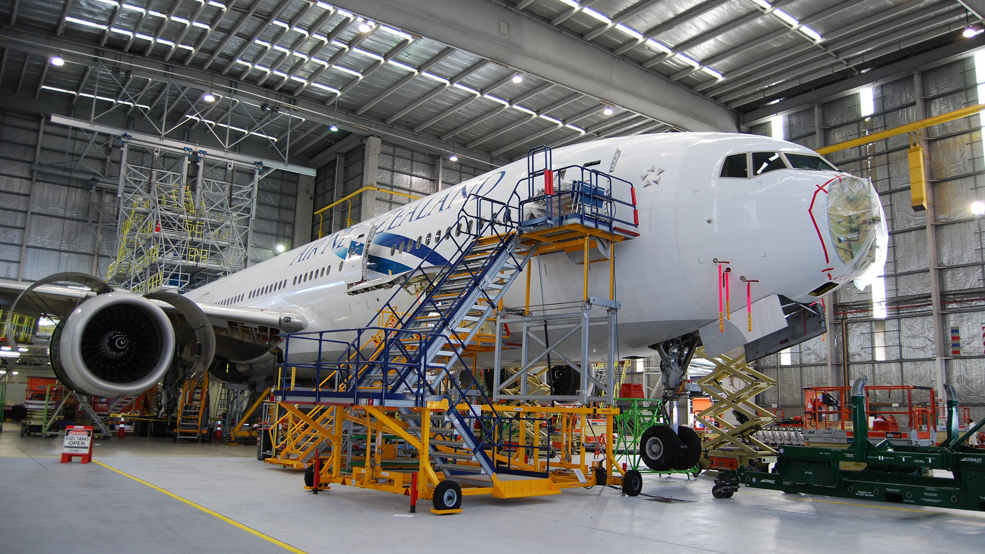 how to become an aviation engineer